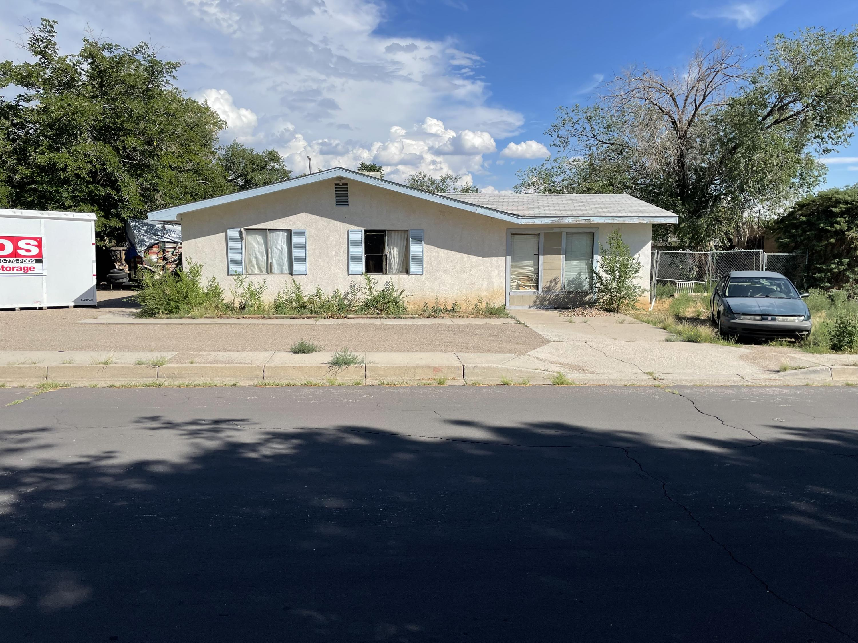 Don't miss out on this Great investment opportunity / Starter Home. You'll appreciate the Corner Lot with Backyard Access.