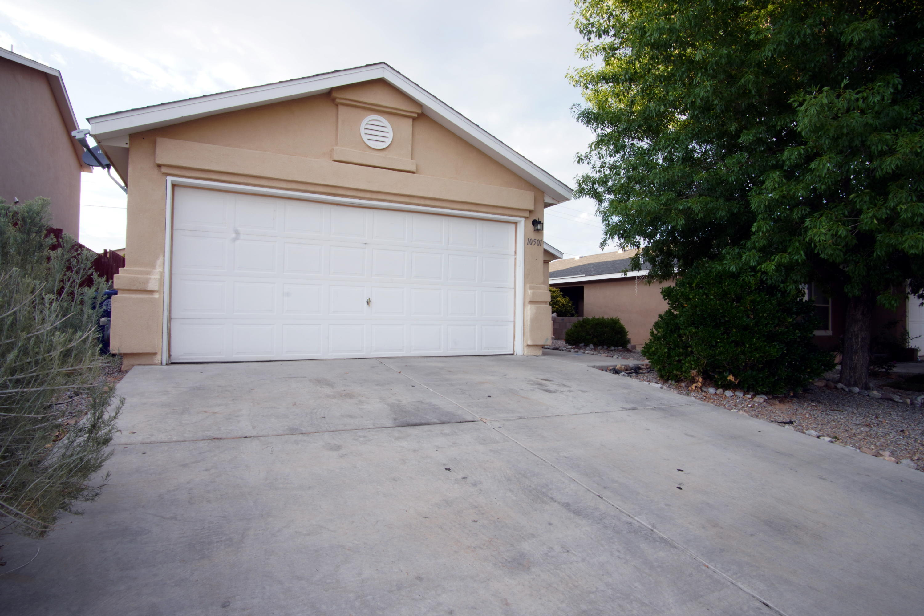 Great Artistic home close to parks, shopping and community facilities. Refrigerated air, fully landscaped front yard, cinder block walls separate neighboring properties and backyard has a concrete patio and plenty of room for your personal touch!