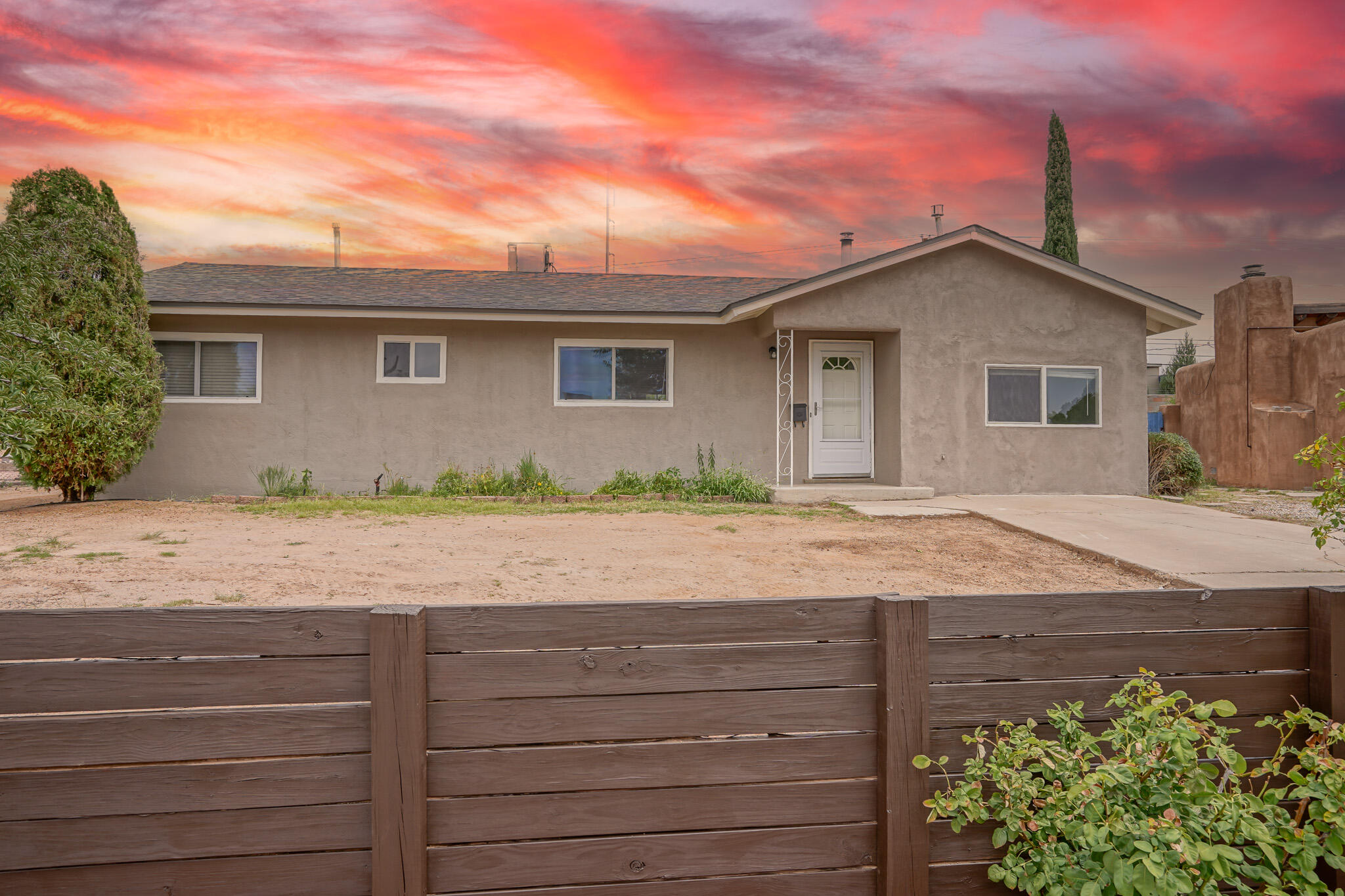 Recently remodeled family home in the Northeast Heights. Home offers Newer roof, new carpet and paint. updated kitchen and bathrooms!  Office space with private side door access. Nice quiet neighborhood , close to parks, and easy access to the freeway.  Backyard Access on a large lot with a covered patio. This house is move in ready!