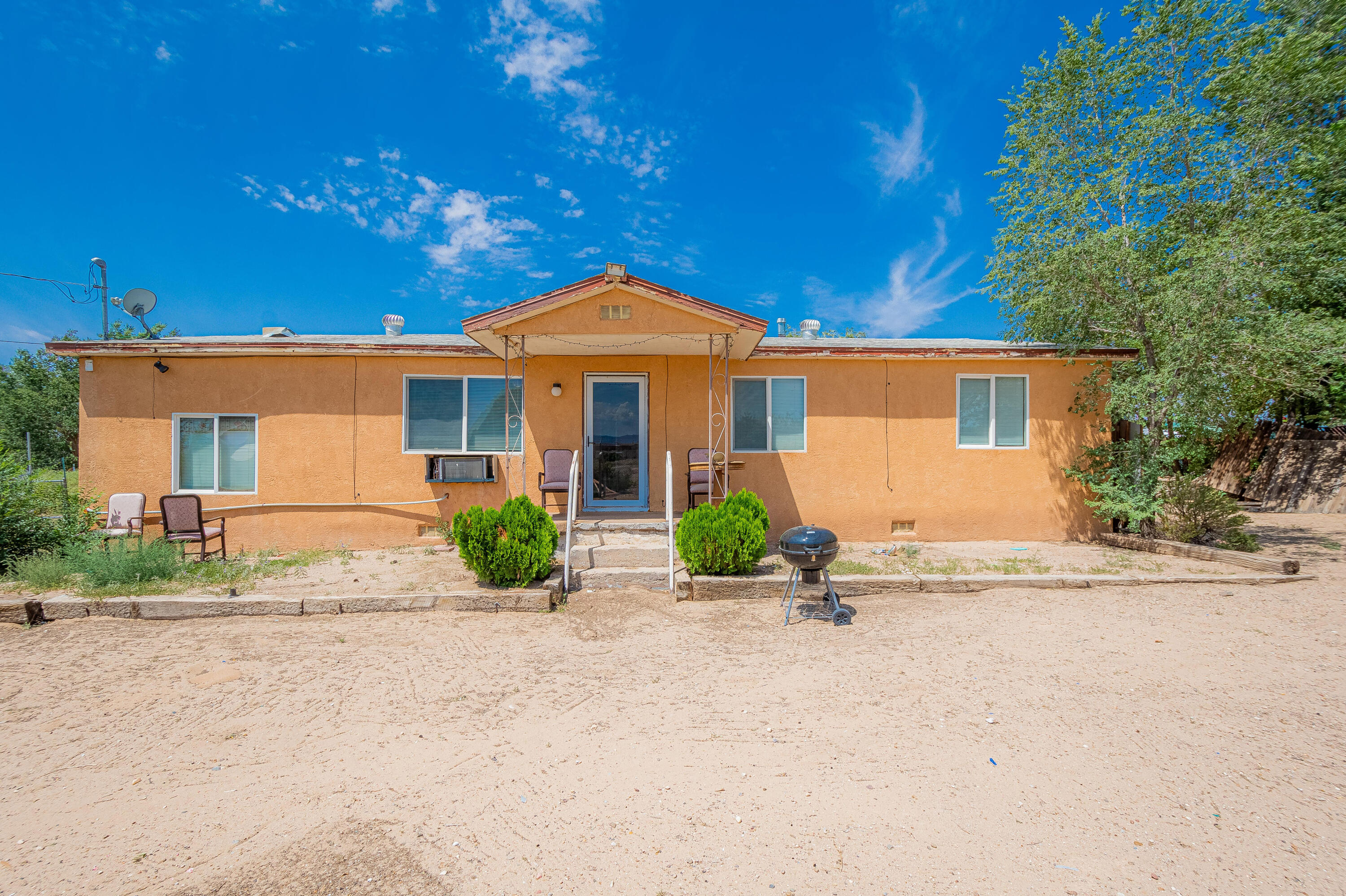 Priced to sell! This home is located on an exclusive lot in Southwest Albuquerque. Bring your imagination and let it run wild! This home has lots of potential, only needs a little TLC. Please schedule all showings through Showingtime!