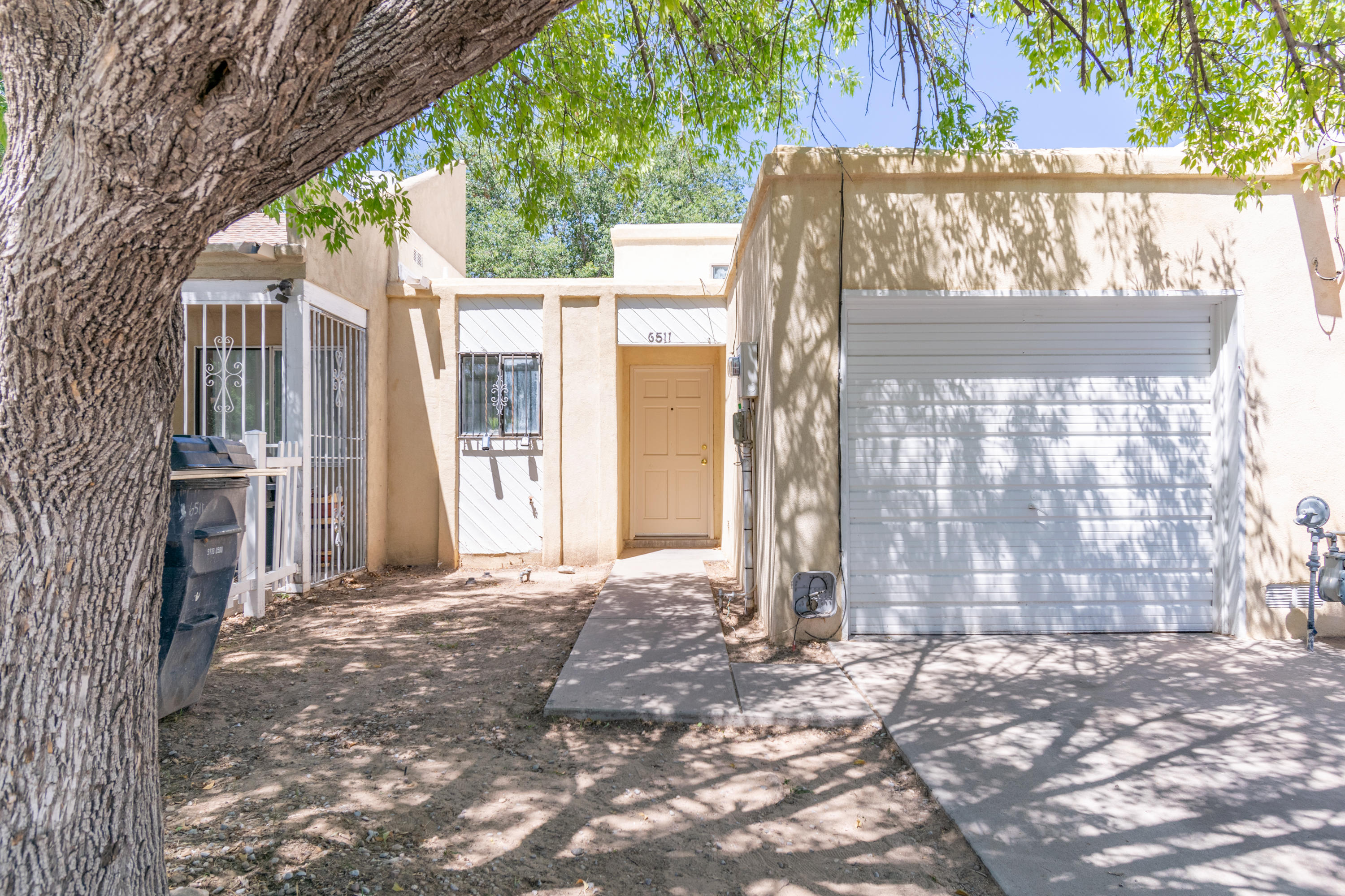 Nice light, bright 2 bedroom, 2 bath townhouse.  recently painted, new carpet in bedrooms.