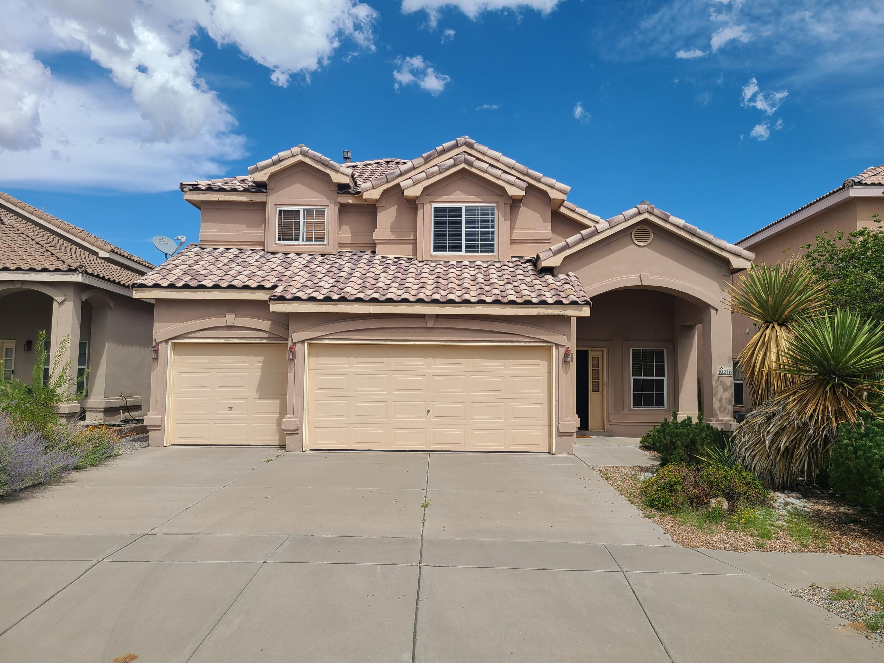 A must see this beautiful home in Ventana Ranch. Move in ready. Water feature, Cieling fans, Balcony off Master, Beautiful Landscape. This one won't last. Tile on main floor.