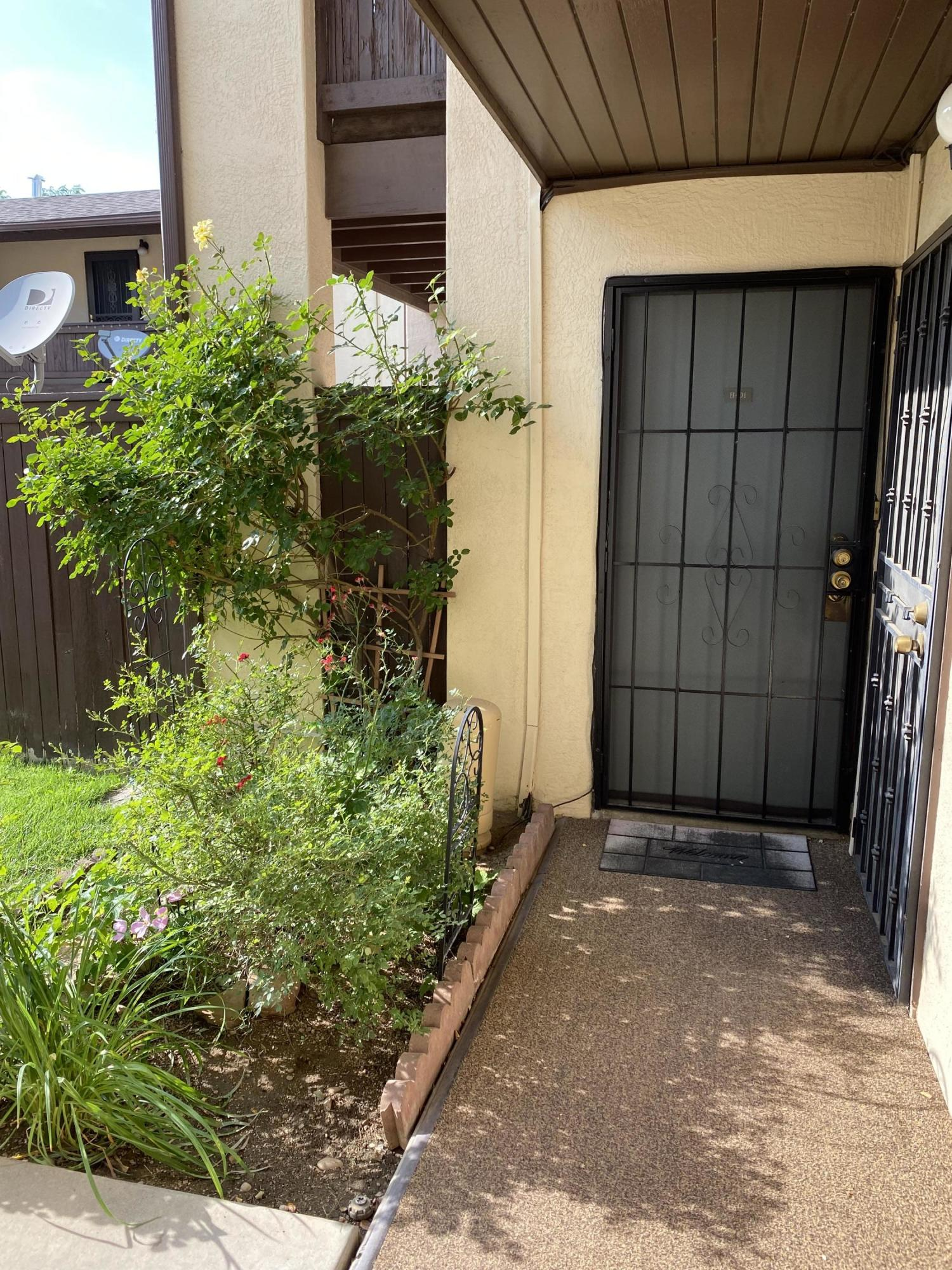 One Level Unit, Close to Pool , Sharp, Light and Bright Good Condition. One Bedroom, One Bath, ElectricStove, Covered Patio, Refrigerated Air, Very nice Patio.Seller prefer Cash only buyers for Quick Close.EM to be $5000.00 (Non Refundable)