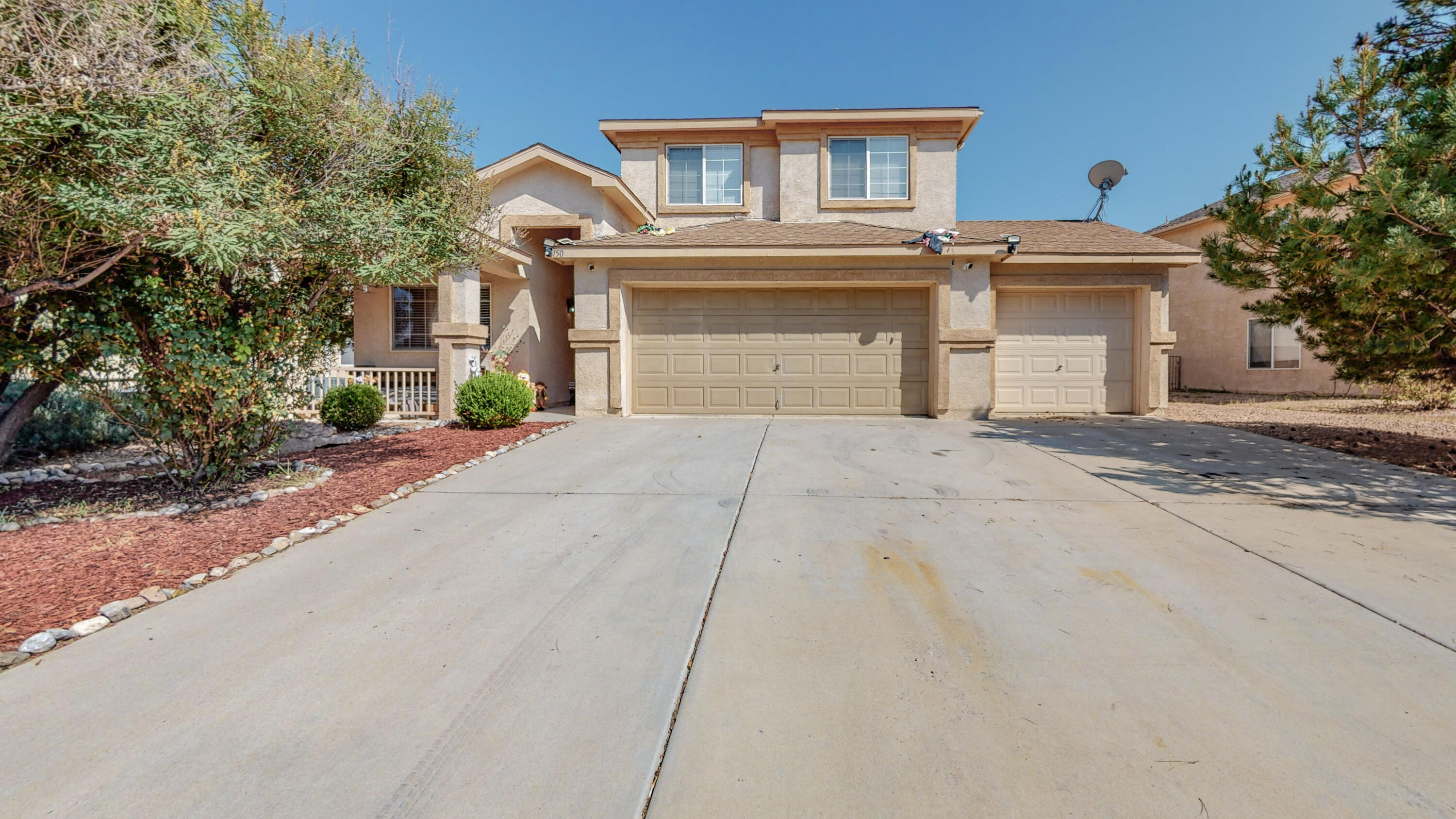 Beautiful 3 bedroom 2 bathroom, 3 car garage! loft area can be turned into a 4th bedroom.  well maintained close to i25 and shopping. schedule your tour today!