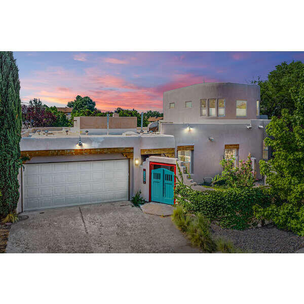 Excellent opportunity to own in prestigious prospectors ridge. In law suite/ VRBO rental or artist studio with separate entrance. Hardwood floors, large kitchen with granite counter tops, elegant backyard with covered patio and mature landscaping. Make this house a home.  New roof installed in 2020. Show and sell today this beauty won't last long.