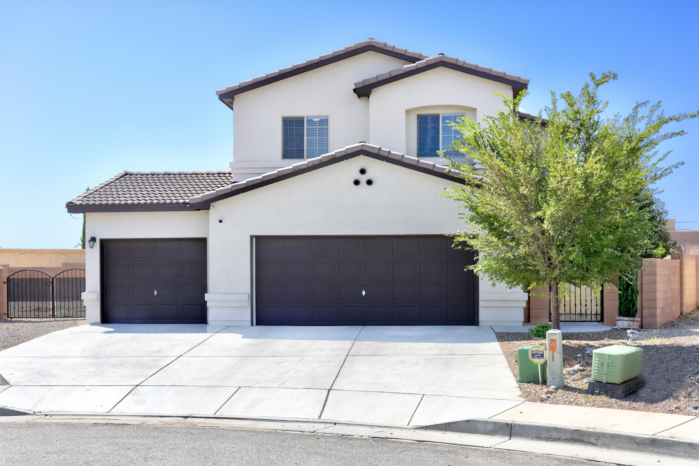 Beautiful modern family home great for entertaining inside and out complete with a backyard oasis. Enjoy beautiful views of the Sandias while gathered around the beautiful stone firepit. Family feast are fun to prepare with your beautifully updated kitchen with gorgeous granite counter tops. Come see the quality of life with all your new home has to offer.