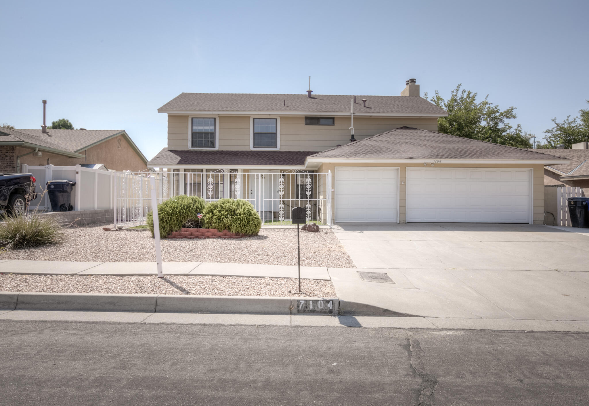 Nice 2 story home in very desirable location. 3 bedrooms plus a loft. Well appointed master bedroom with balcony. 2 Living Areas with wonderful 3 car garage for the extra car. Carpet and paint recently redone.