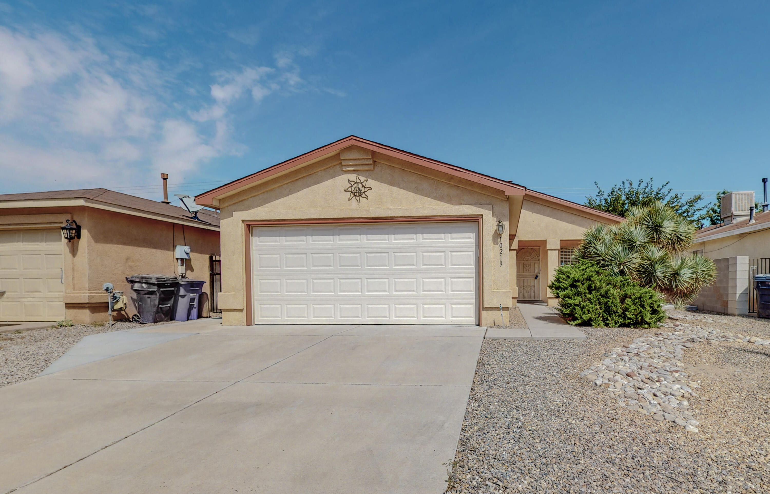 Beautiful and very clean SW 3 BR, 2 Bath home with lots of upgrades, gas log fireplace, nice covered patio in backyard.  Backyard has block wall all around, safety bars on doors and windows.  Minutes from shopping center and freeway access.  Must see to believe.  Come bring your buyers today!!
