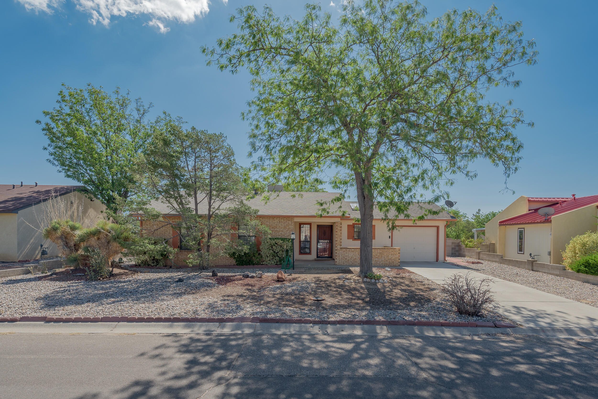 Cutie house in Rio Rancho! Newer roof, water heater, furnace and Mastercool. Sitting on a large lot, this home office a covered patio and spacious privacy in the backyard- with a finished workshop to go with it. Seller will not be making any repairs.. Selling as-is. Get on over to 86 Dakota Morning!