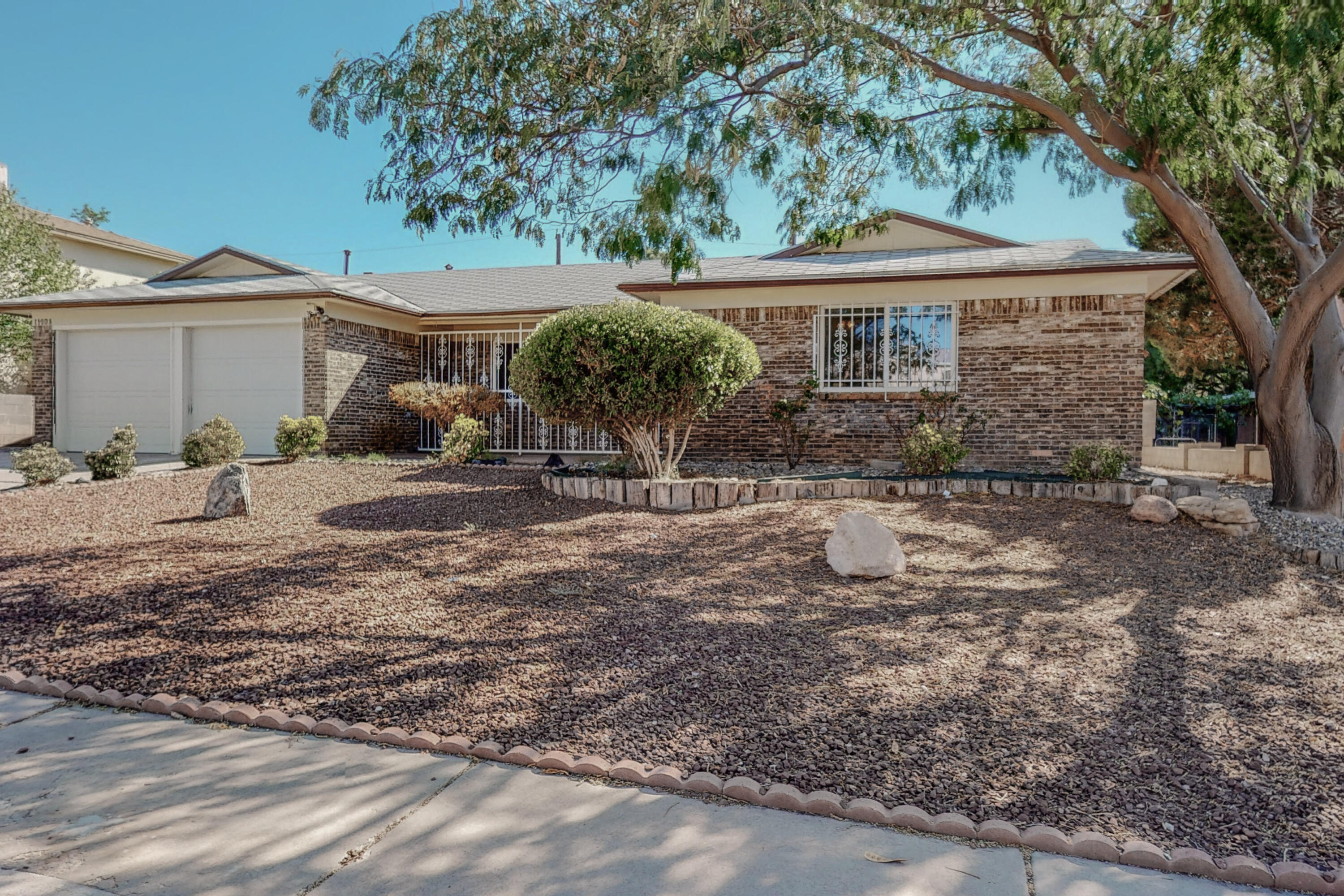 Turn key ready for new owners!!!  Closing to shopping and schools, this home has been updated with new flooring through out, new paint, new kitchen, heated and cooled bonus sunroom, and much more.  Schedule you showing today.