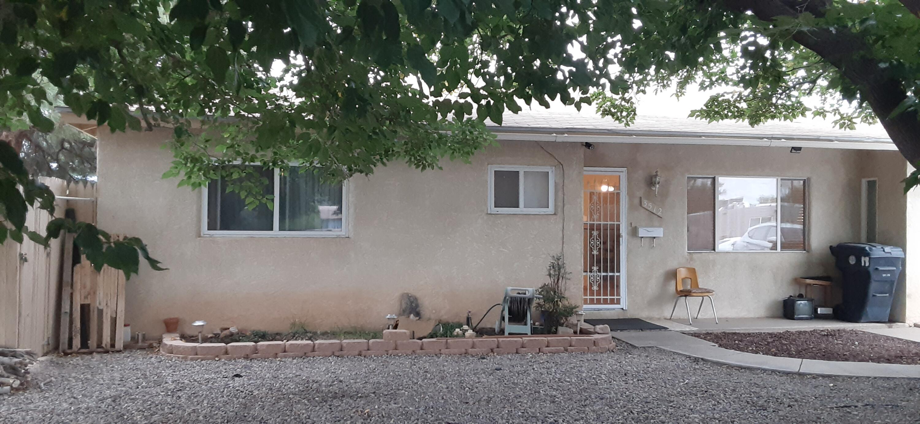 Nice 3 bedroom, 1 bath home on a large corner lot.  Well kept and ready for a new owner.  Hardwood flooring, vinyl windows.  Washer/dryer stays.Close to Grisham park.