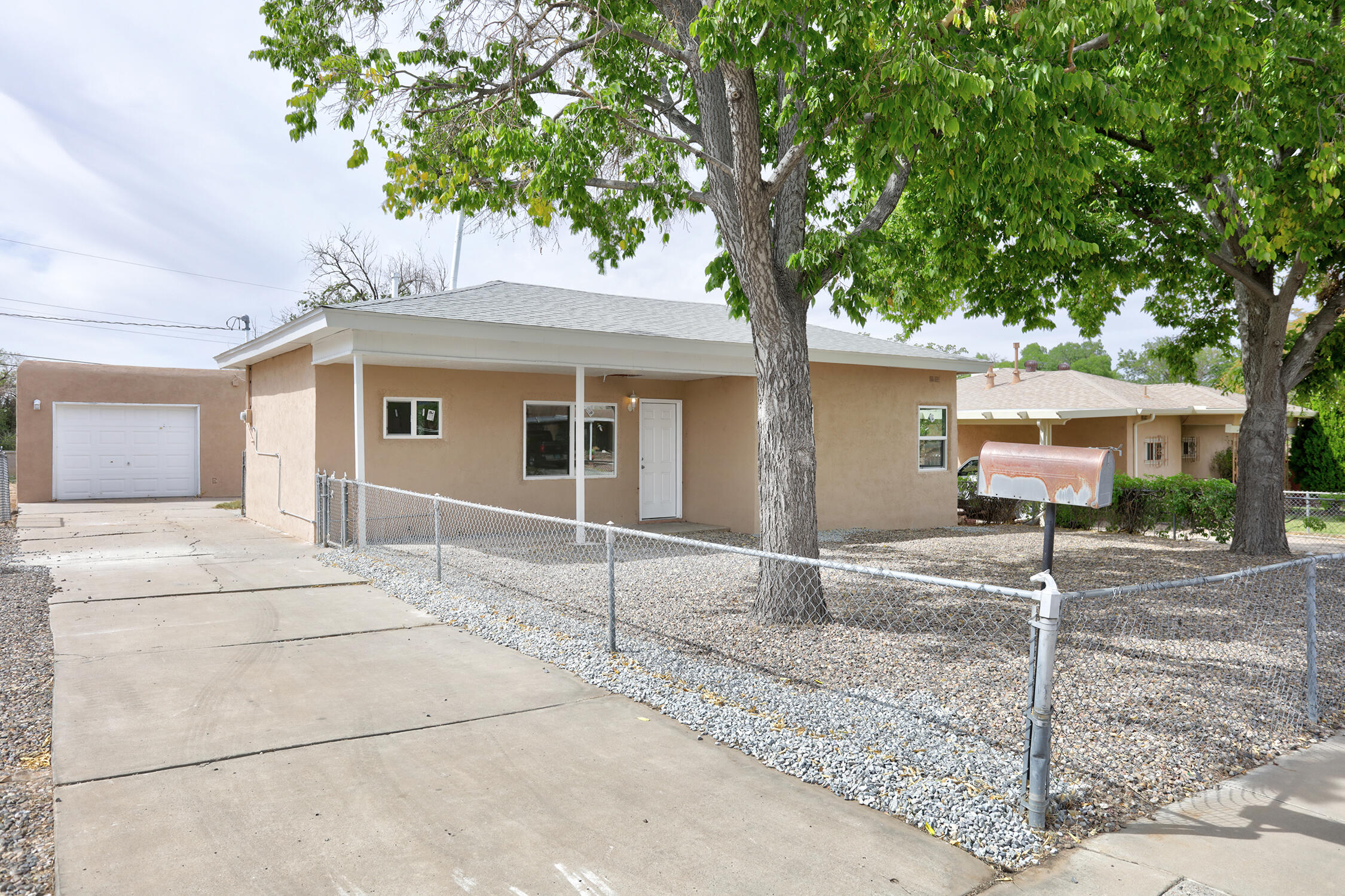 Nice Remodel.  New Kitchen Cabinets, New Granite counter top, New flooring, New windows, new wall unit, new fixtures, new stainless steel appliances. Back yard access possibilities.