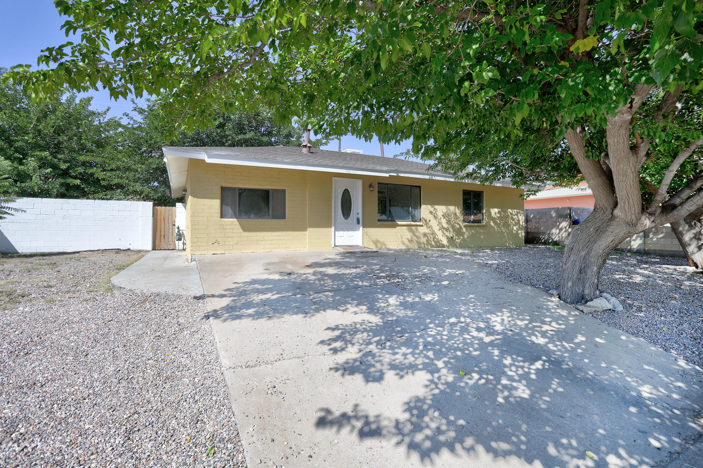 Nice move in ready home.  New Cabinet, New granite counter top, New stainless steel Appliances, New carpet, New paint, New fixtures.  Backyard access possibilities.