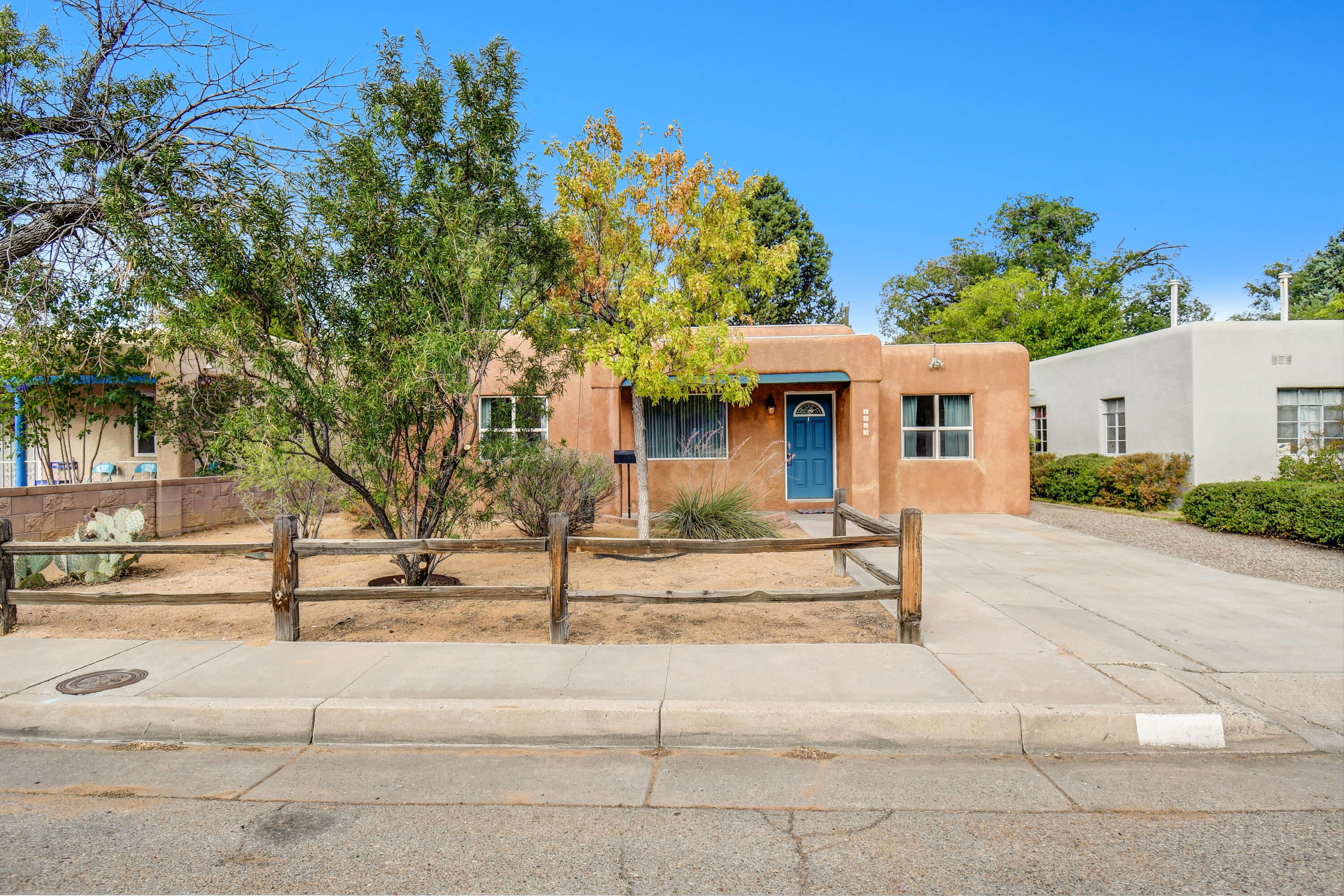 Check out this fabulous North-Campus University Area gem, close to restaurants and local parks. You get 2 living areas, 3 bedrooms, and a separate laundry room. Cute fenced-in backyard with lots of potential.