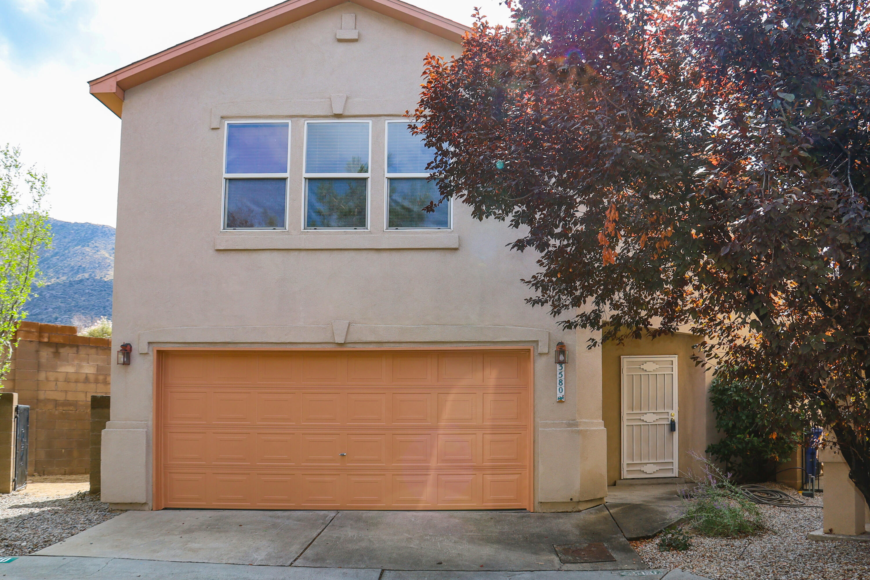 Low maintenance living on the skirts of the foothills.  Open floor plan features 2 living areas and 3 spacious bedrooms.  Kitchen offers plenty of storage and work space.  Minimum yard work.  Easy access to Tramway & I-40.  Immaculate condition.