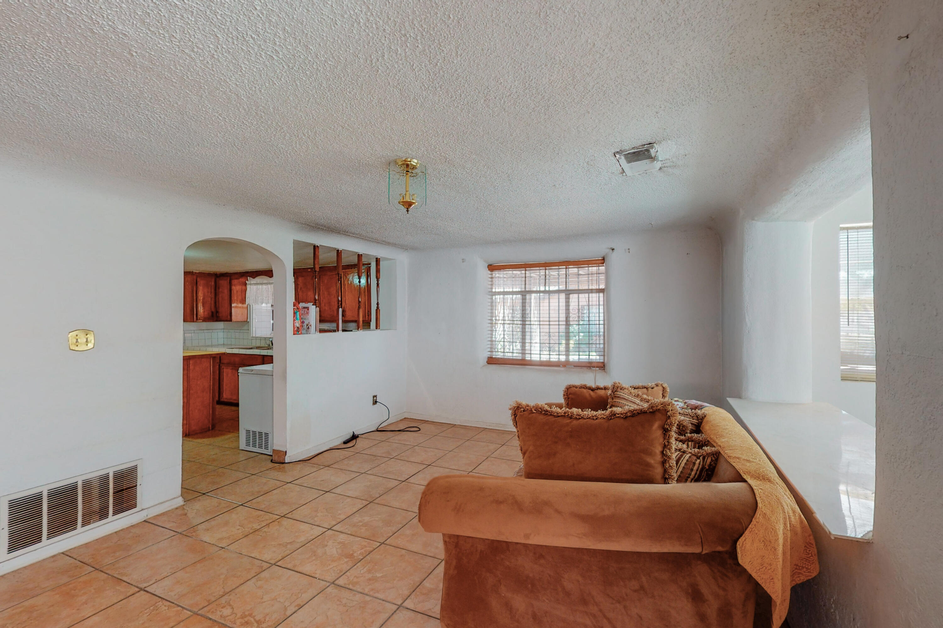 This home has sooo much possibility.  It is an original Quaint 3000 sq ft  Home that has lots of family love.  When you walk in it has a feeling of happiness.  Very clean home it also has a 900 sq ft 1 bedroom Casita.On almost of an acre.