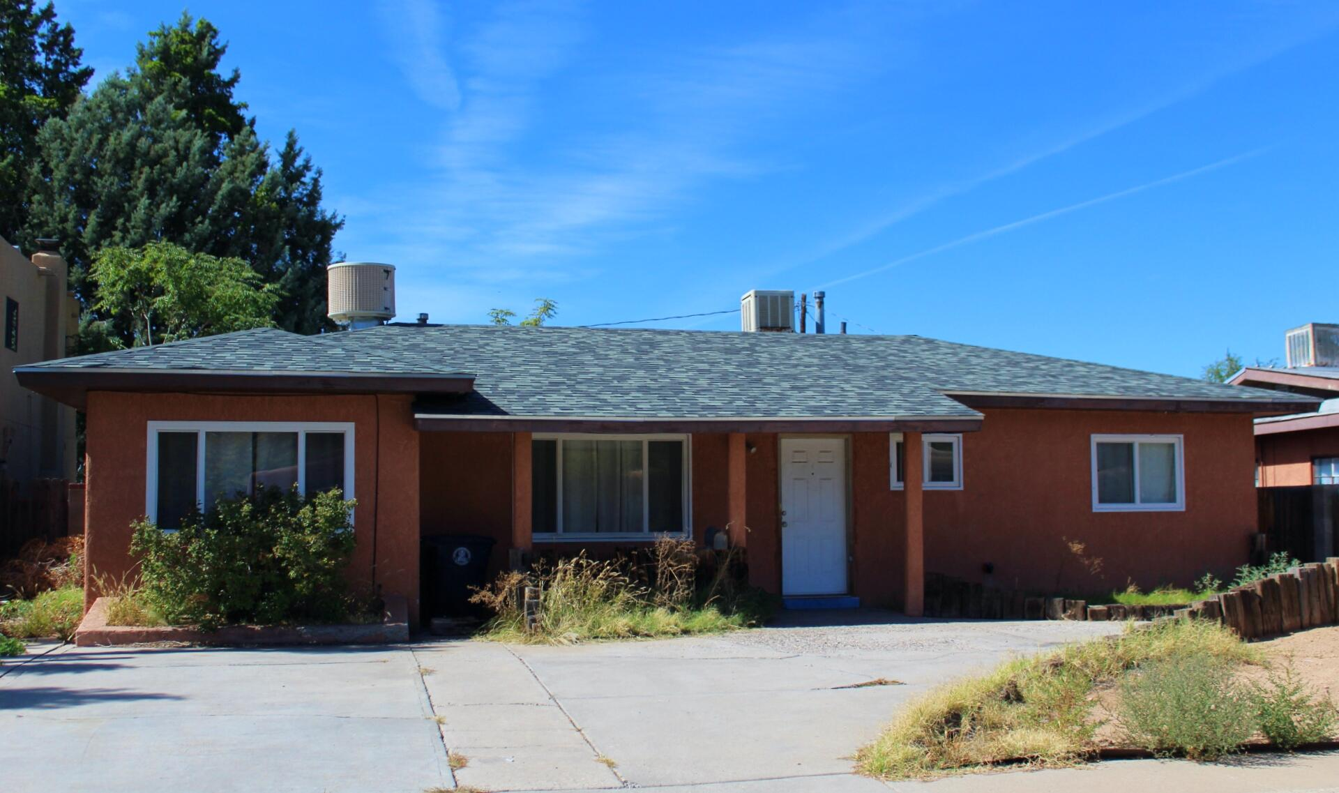 Investor Special. Tons of potential. 3 bed 2 full bath home with attached Casita and storage. Casita square footage not included. Add your special touch and make this a beautiful home.
