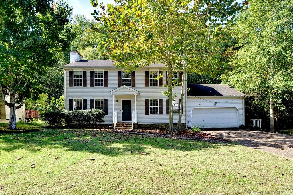 Single family home in York County convenient to downtown Williamsburg. Great location with easy access to Colonial Parkway and 199. Large private lot backs up to wooded space. 2 car garage.