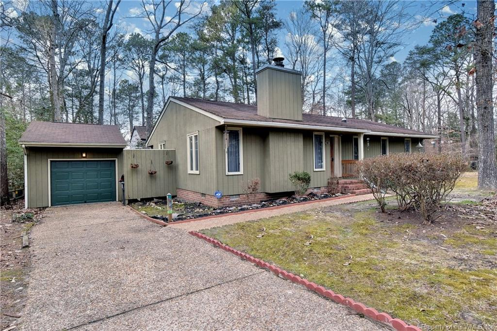 One level living! This 3 bedroom 2 full bath home located in Seasons Trace on .25 acre lot & just off a cul-du-sac. The living room with a wood burning fireplace opens to the dining room making it perfect to entertain family and friends. The community offers many amenities to include Tennis, Basketball, Pool, and Playground.