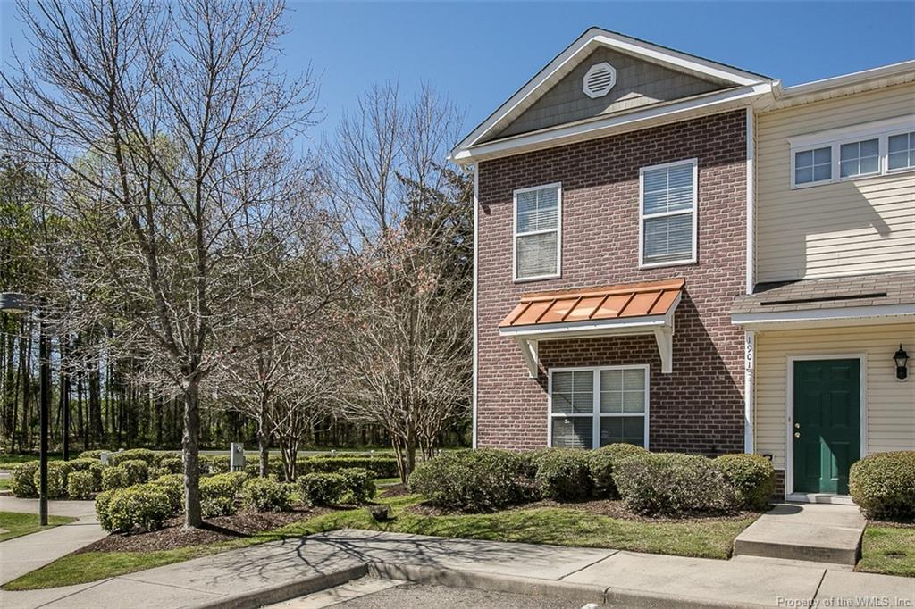 3 Bedroom, 2.5 bath end unit townhome!! Bright open kitchen with full appliance package, great room, master bedroom with walk in closet, garden tub and separate shower. Fenced backyard with patio. Close to Busch Gardens and Colonial Williamsburg!