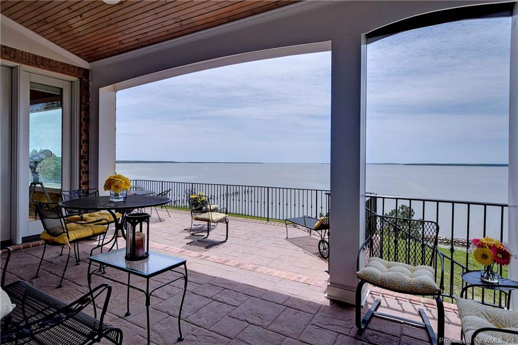 Riverfront living in Kingsmill! Open, light-filled, elegant home overlooking the historic James River. Hardwood floors, high ceilings, beautiful architectural details. Master suite w/luxurious BA, add'l BRs upstairs + finished bonus room for hobbies, home office or den. Sheltered, shady, private porch for enjoying outdoor living!