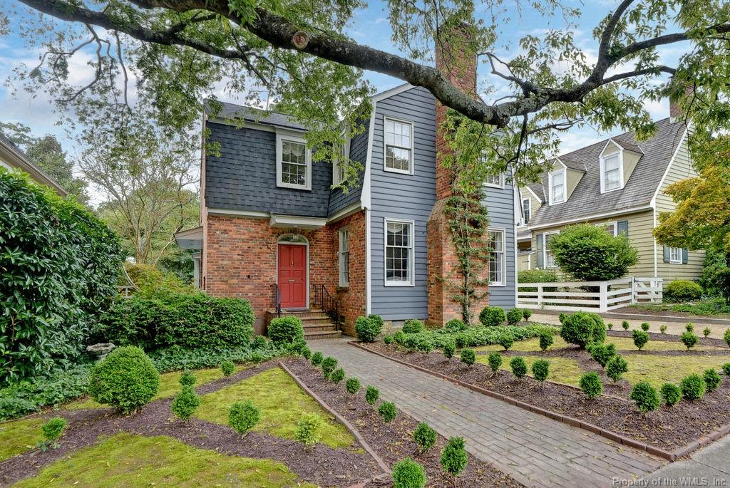 LUXURIOUS RENOVATED DOWNTOWN HOME STEPS AWAY FROM THE GOLDEN HORSESHOE GOLF CLUB,THE CLUBS OF COLONIAL WILLIAMSBURG AND THE WILLIAMSBURG INN.TALL CEILINGS,SUNLIT ROOMS AND OLD WORLD CHARM WITH MODERN UPDATES.FEATURES INCLUDE FORMAL AND CASUAL ROOMS,LIBRARY/STUDY,FIRST AND SECOND FLOOR PRIMARY SUITES,PRIVATE GARDEN AND DETACHED GARAGE.SENSITIVE RENOVATIONS INCLUDE NEW ROOF,INTERIOR AND EXTERIOR PAINTING,NEW HEATING AND AIR,NEW ELECTRICAL,NEW BATHS AND NEW KITCHEN,NEW PATIO AND LANDSCAPING. A RARE OPPORTUNITY TO WALK TO  FINE DINING,CULTURE ACTIVITIES AND SPORTS FACILITIES THAT DOWNTOWN HAS TO OFFER.